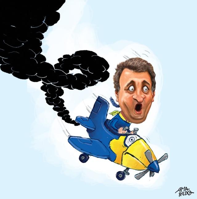 Aecio aviao tucano caindo fumaca