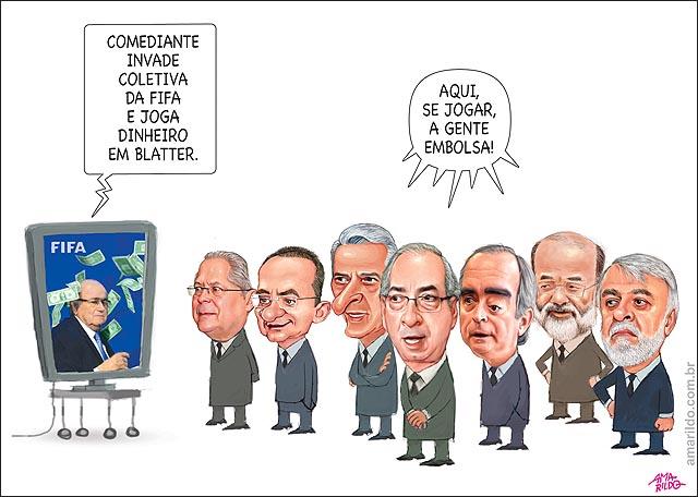 Comediante invade coletiva da Fifa e joga dinheiro em Blatter O vontade de pegar CUNHA E CIA B