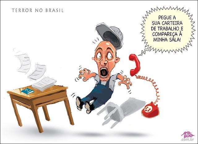 Terror no brasil demissao chefe telefone trabalhador mesa susto tombo cadeira cai panico demissao carteira de trabalho